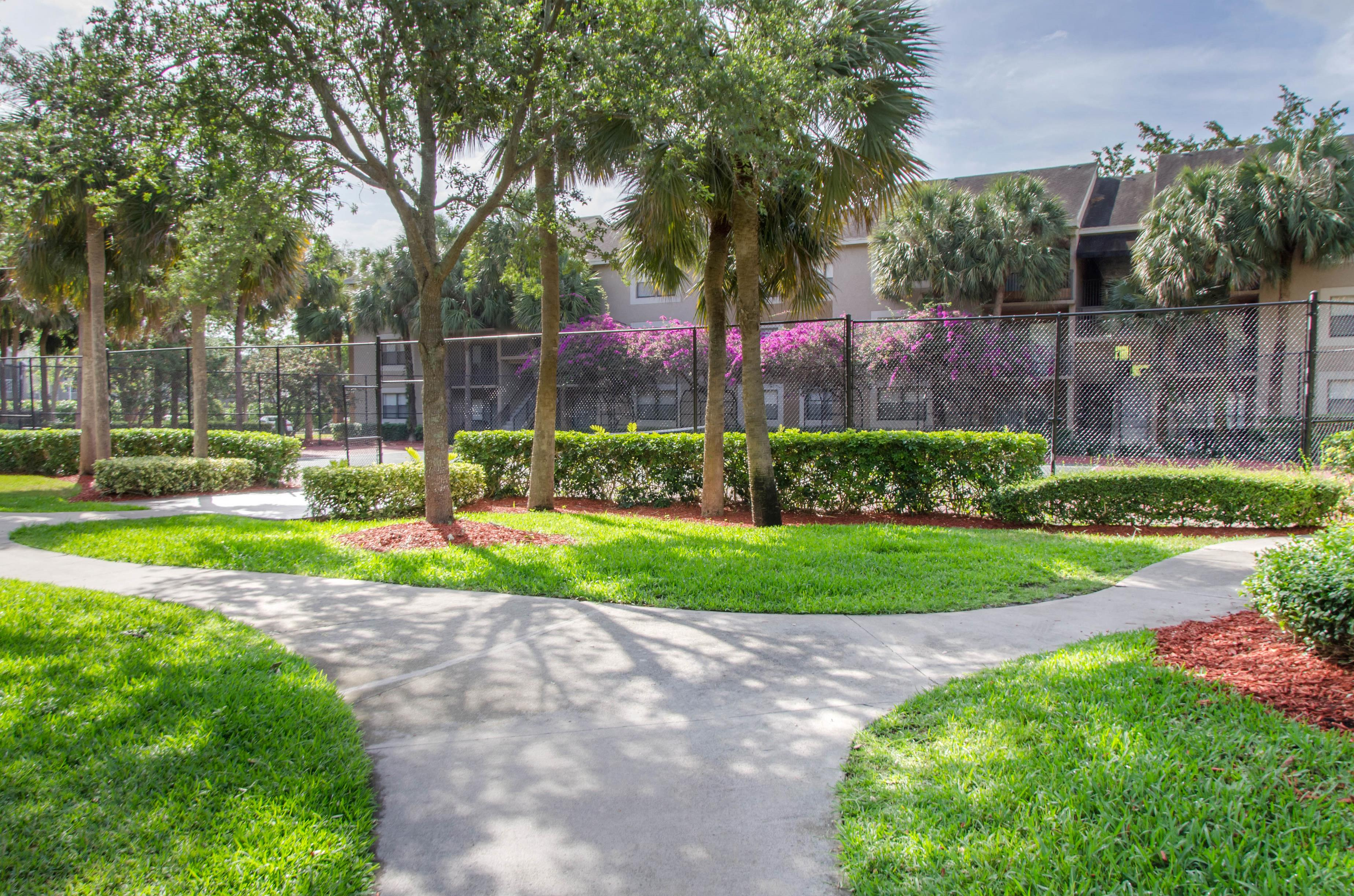 Hammocks Place Apartments | Manicured Landscaping