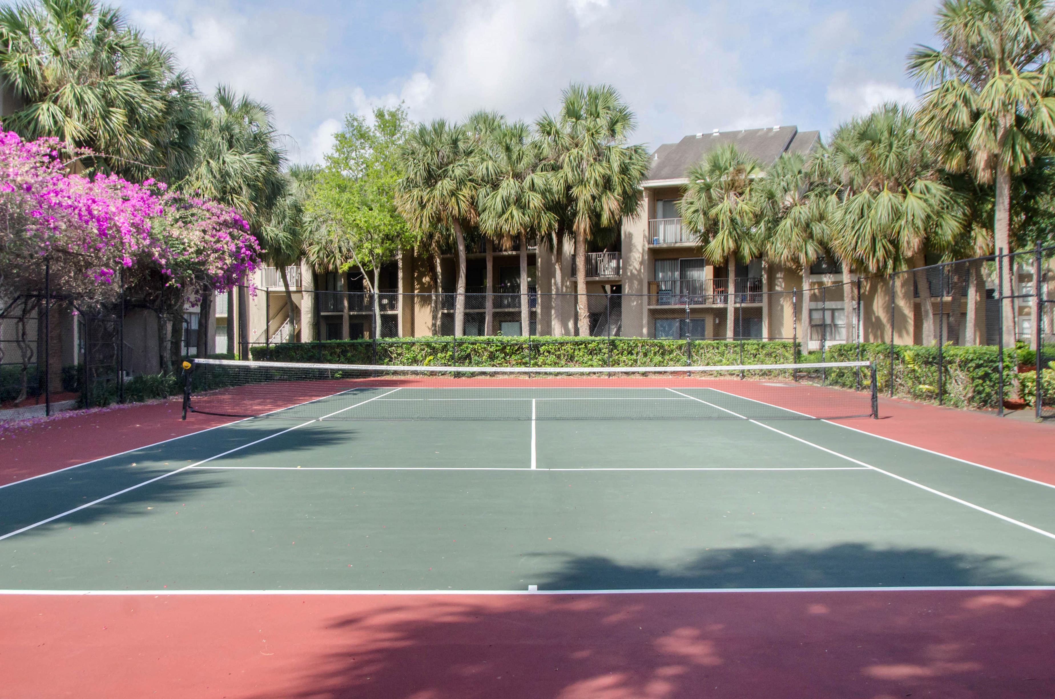 Hammocks Place Apartments | Tennis Court