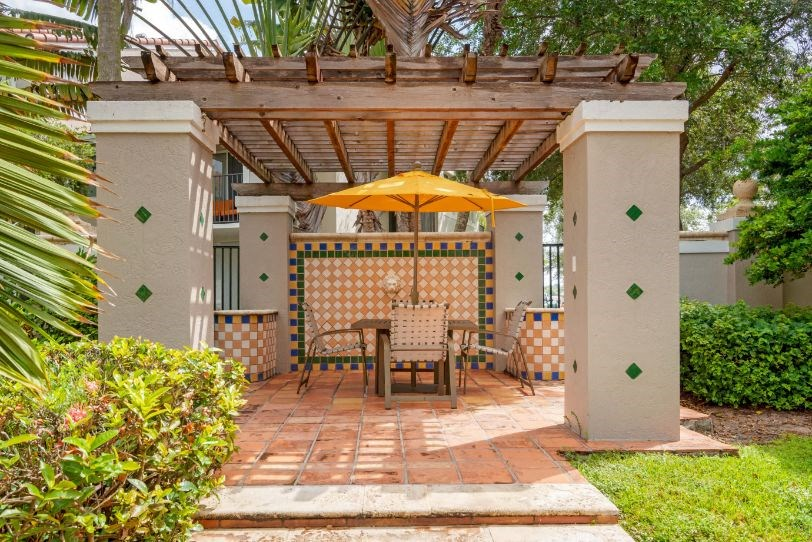 St. Andrews at Winston Park Apartments |  Pergola with Picnic Table
