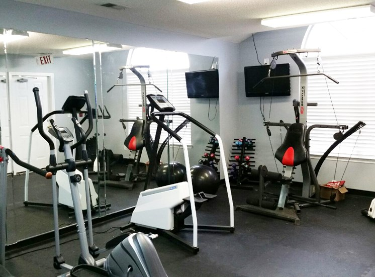 Fitness Center with Exercise Equipment at Columbia Hills Apartments, Columbia, 38401