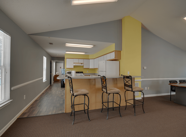 Clubhouse Kitchen with Breakfast Bar at King's Ridge Apartments, Newport News, 23608