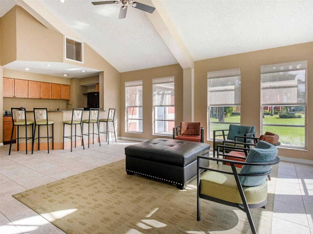 The Landings at Pembroke Lakes Apartments | Clubhouse