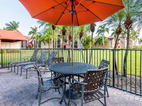 The Landings at Pembroke Lakes Apartments | Pool Side Lounge Area