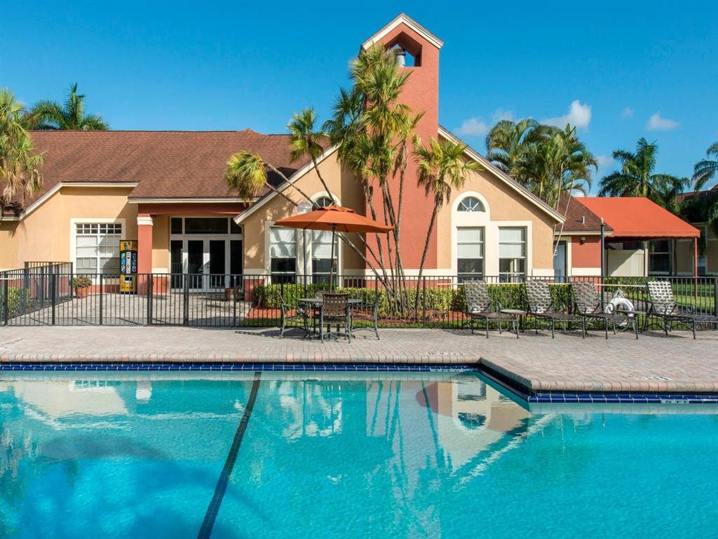 The Landings at Pembroke Lakes Apartments | Swimming Pool
