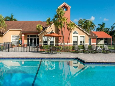 The Landings at Pembroke Lakes Apartments | Swimming Pool