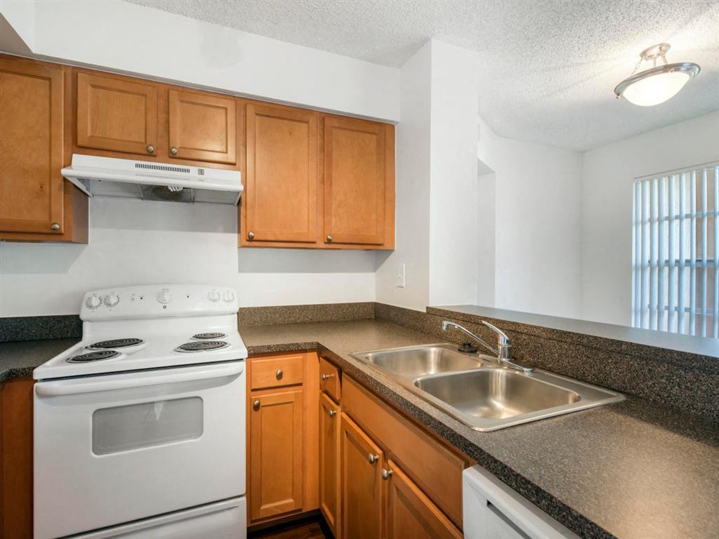 The Landings at Pembroke Lakes Apartments | Kitchen