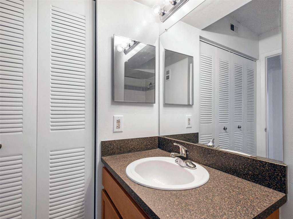 The Landings at Pembroke Lakes Apartments | Bathroom