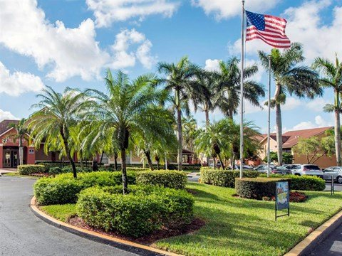 The Landings at Pembroke Lakes Apartments | Entrance