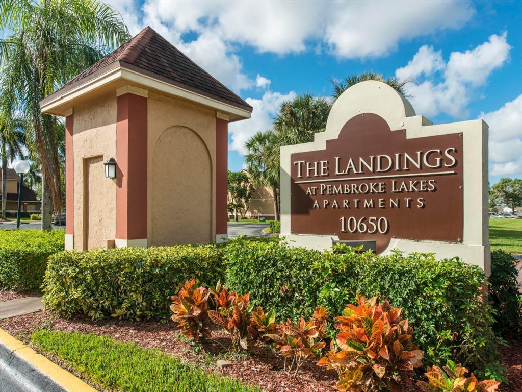 The Landings at Pembroke Lakes Apartments | Entrance