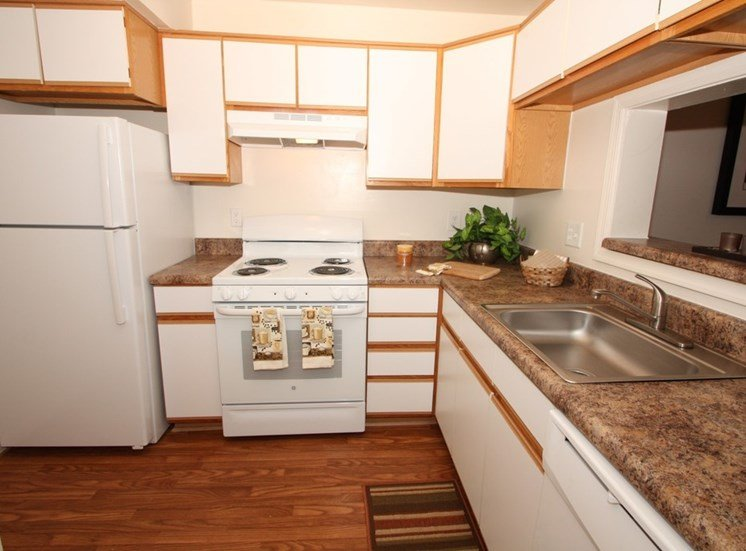 Fully Equipped Kitchen at Autumn Wind Apartments, Winchester, VA