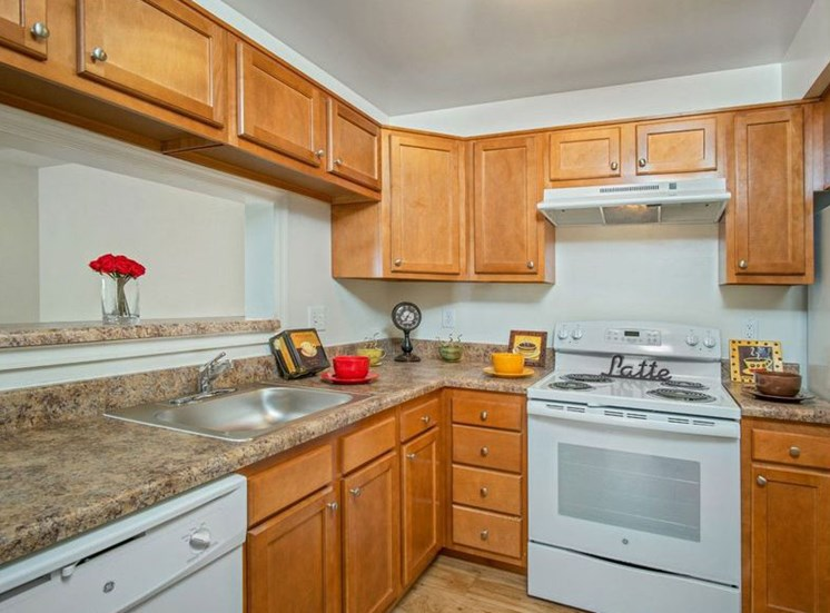 Fully Furnished Kitchen at Bridgeport Apartments, Hampton, VA