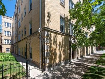 1604-08 W. Berteau/4200-06 N. Ashland Ave. Studio Apartment for Rent Photo Gallery 1