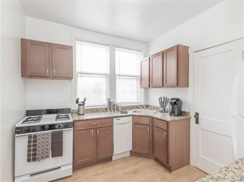6820-34 N. Hamilton/2107 W. Farwell St. 2 Beds Apartment for Rent Photo Gallery 1