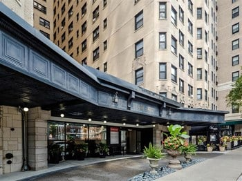 401-11 W. Fullerton Pkwy. Studio-3 Beds Apartment for Rent Photo Gallery 1