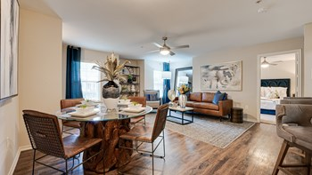 315 N. Greenville Ave 1-2 Beds Apartment for Rent Photo Gallery 1