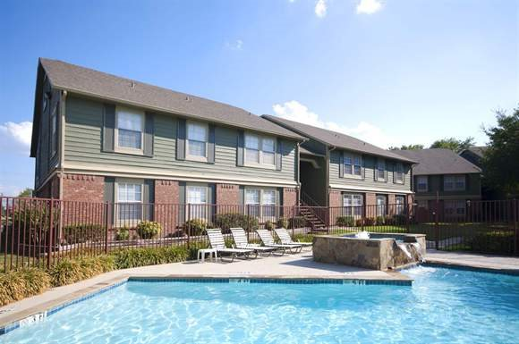 Main pool view at Arbors of Corsicana apartments