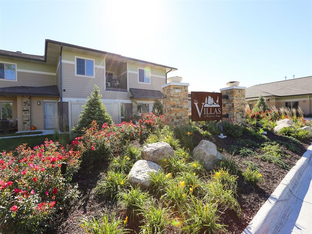 landscaped grounds at Villas at Wilderness Ridge in Lincoln Nebraska