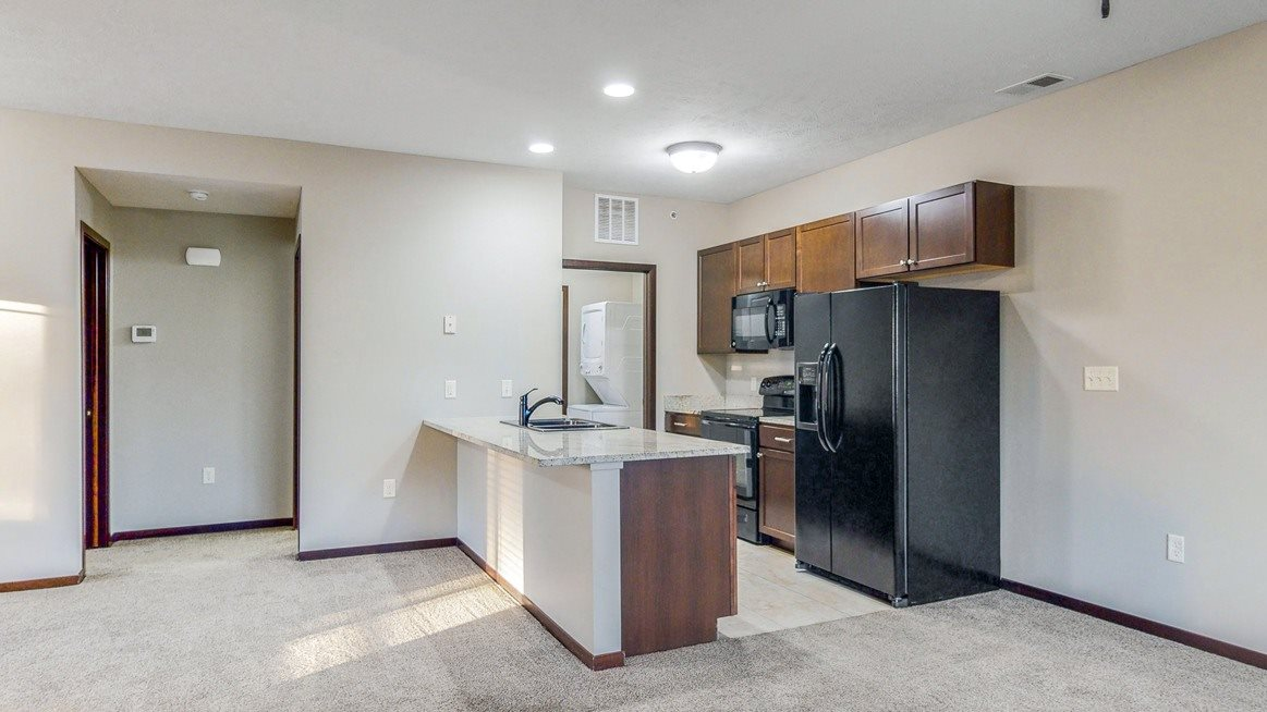 Spacious kitchens with granite countertops at The Villas at Wilderness Ridge luxury apartments in southwest Lincoln NE 68512