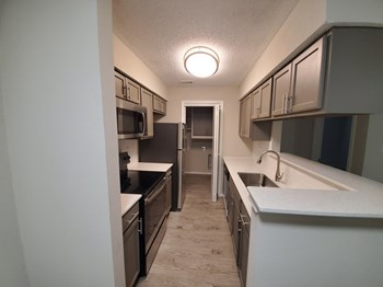 11511 Metric Blvd 1-2 Beds Apartment for Rent Photo Gallery 1