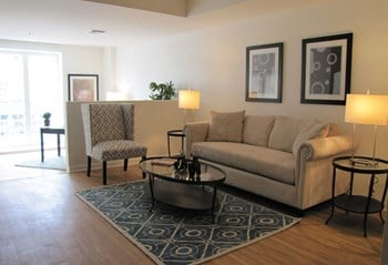 210 Santa Monica Blvd 1 Bed Apartment for Rent Photo Gallery 1