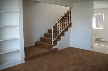 1004 W. Cook Street 1-2 Beds Apartment for Rent Photo Gallery 1