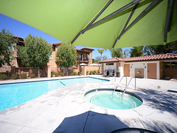 Parkside Villas pool area and jacuzzi