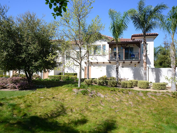 Parkside Villas exterior lawn