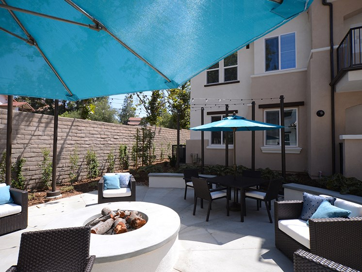 Yolo Apartments Fire Pit and Outdoor Seating