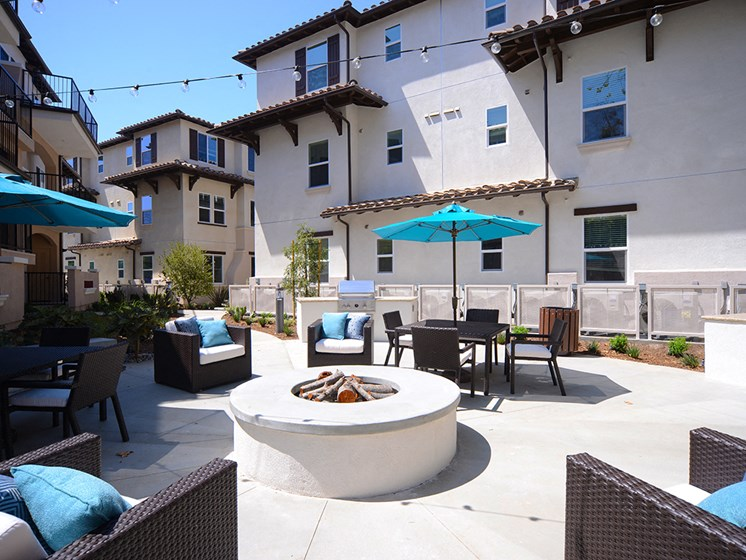 Yolo Apartments Fire Pit and Barbecue Area