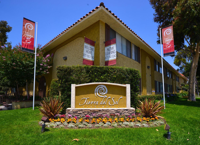 Tierra Del Sol signage