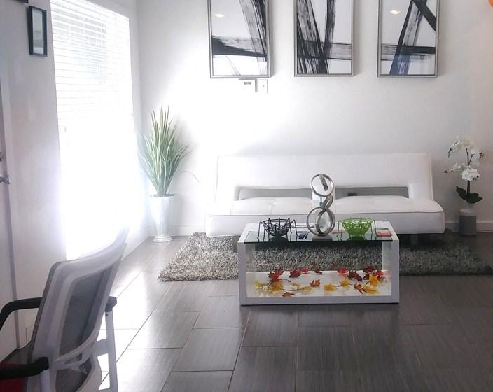 El Castillo Apartments lounge