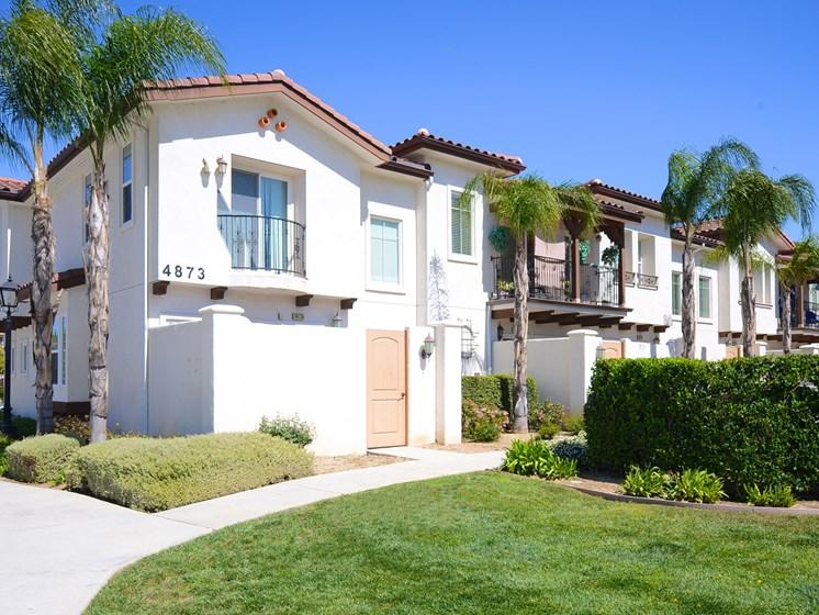 Parkside Villas exterior building and lawn