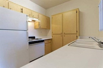 415 Country Club Drive 1-2 Beds Apartment for Rent Photo Gallery 1