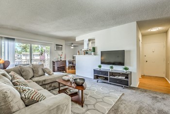 3250 Fairesta St 1-3 Beds Apartment for Rent Photo Gallery 1