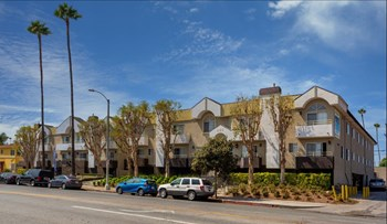 1327 Crenshaw Blvd 2-3 Beds Apartment for Rent Photo Gallery 1