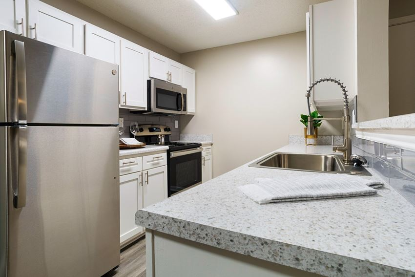 Granite Countertop Kitchen at Terraces at Southaven, Southaven, 38671
