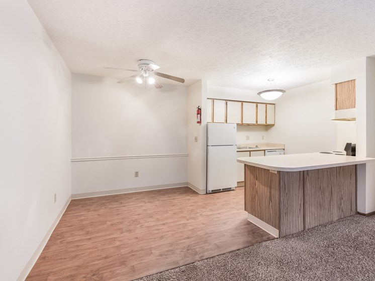 Dining Area at Chatham Village Apartments, Columbus, OH, 48232