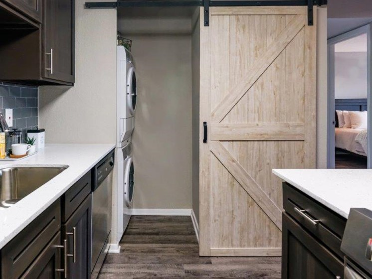 stainless steel appliances in west houston apartments