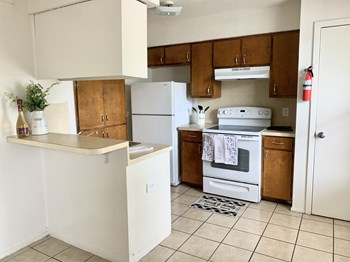 2613 E Cesar Chavez 1 Bed Apartment for Rent Photo Gallery 1