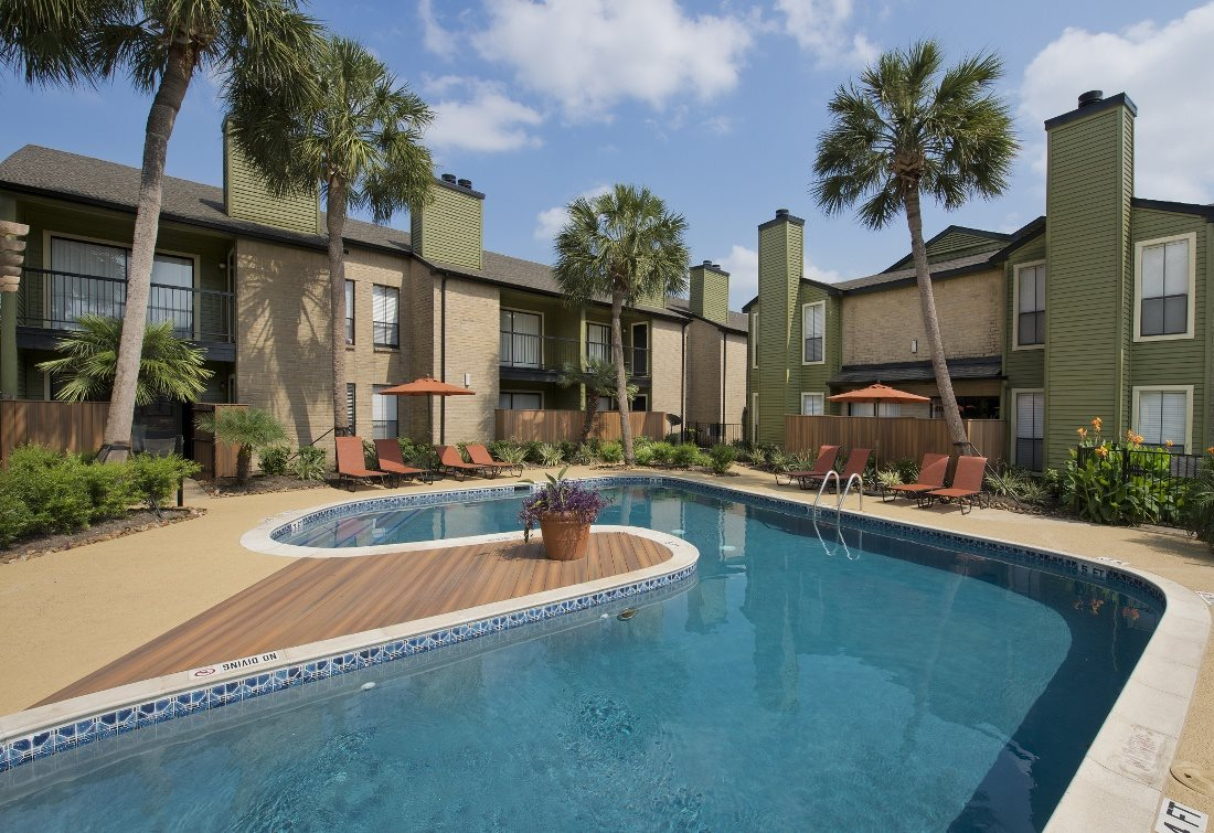 near downtown houston apartments swimming pool