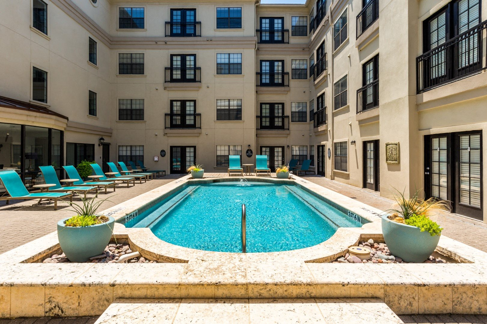 2 bedroom apartments in dallas, tx with a pool
