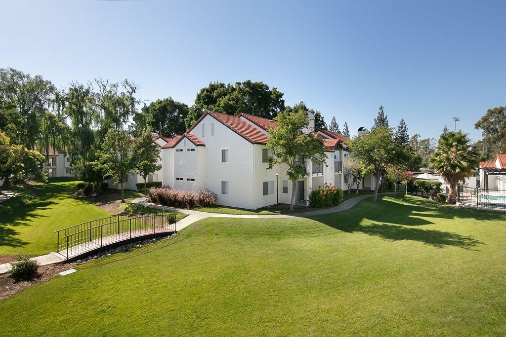 Exterior building with grass l Laurel Creek in Fairfield CA