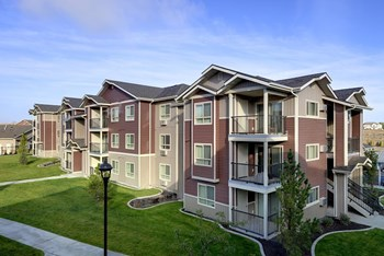 4750 Auburn Way N 1-4 Beds Apartment for Rent Photo Gallery 1