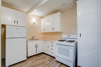 80 HARRIS PLACE Studio Apartment for Rent Photo Gallery 1