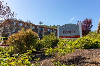 965 Wilson Blvd 1-2 Beds Apartment for Rent Photo Gallery 1