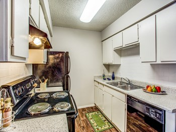 4500 Campus Drive 1-4 Beds Apartment for Rent Photo Gallery 1