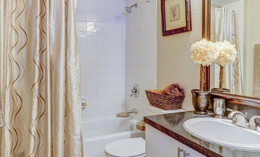 Large Soaking Tub In Bathroom at Plantation Gardens Apartments, Pinellas Park, FL, 33782