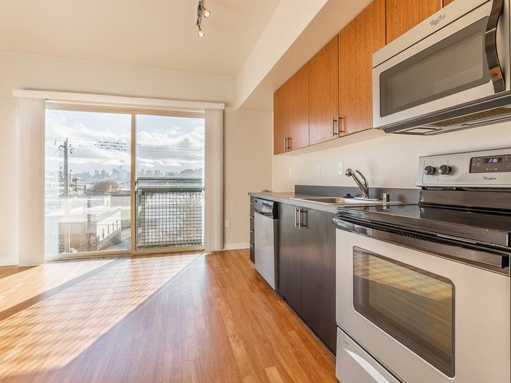 stainless steel appliances in the kitchen,