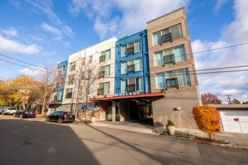 3606 Woodland Park Ave N Studio-1 Bed Apartment for Rent Photo Gallery 1