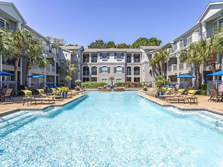 Resort Style Swimming Pool at Kirby Place Apartments, Houston